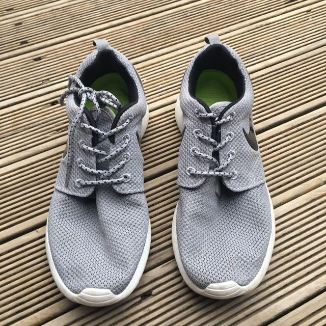 X2 Nike Roshe
