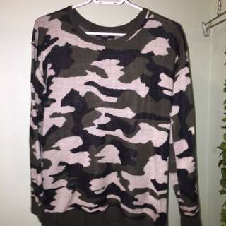 Forever21 Camo Sweater Size M