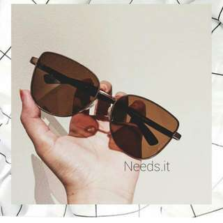 Sunglasses (kacamata hitam)