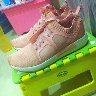 Sepatu Keds Stradivarius Pink