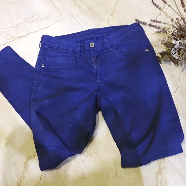寶藍色窄管褲