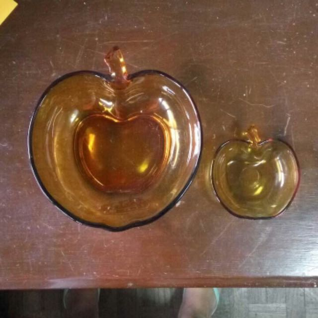 Apple Serving Dishes