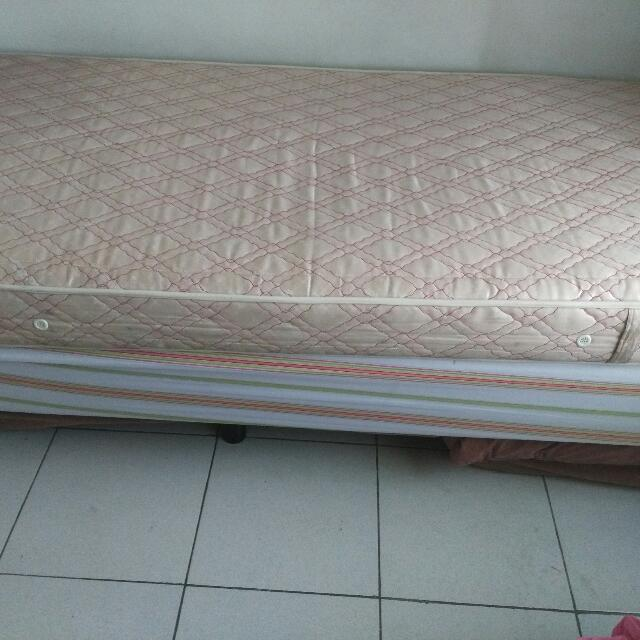bed single in good condition no issues