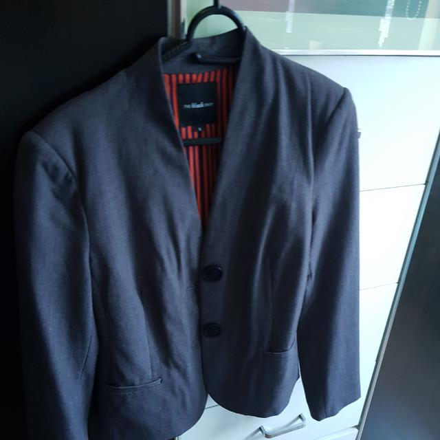 Black Shop Gray Blazer