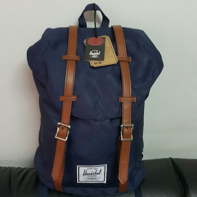 [REPRICED!! BRAND NEW] Herschel 18L Retreat Backpack - Navy/Tan strap color