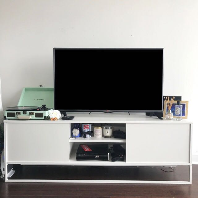 "🖥 LG 42"" LED TV"