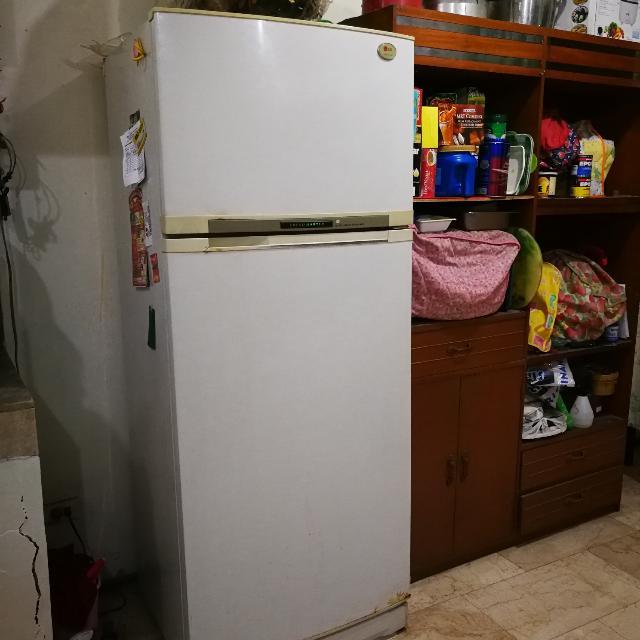 LG ref 10cu.ft refrigerator