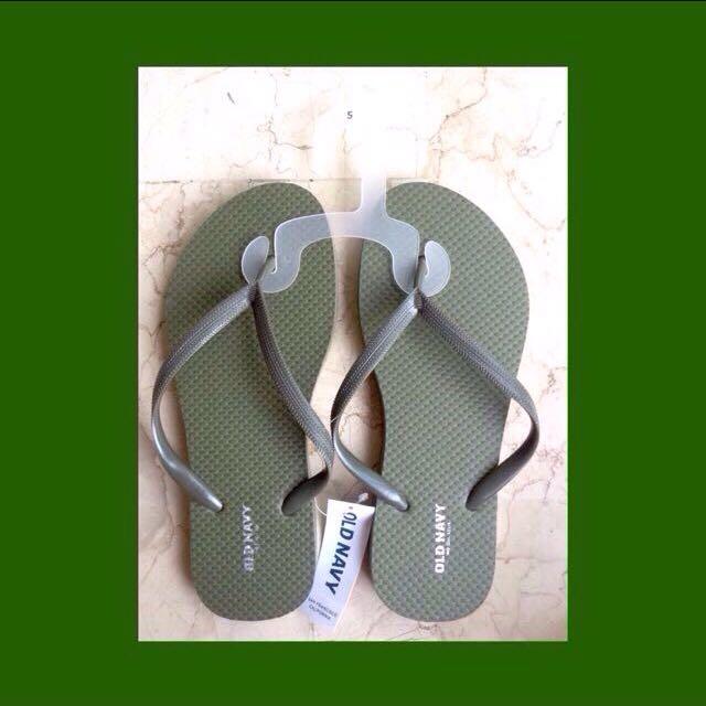 OLD NAVY Slippers for Women