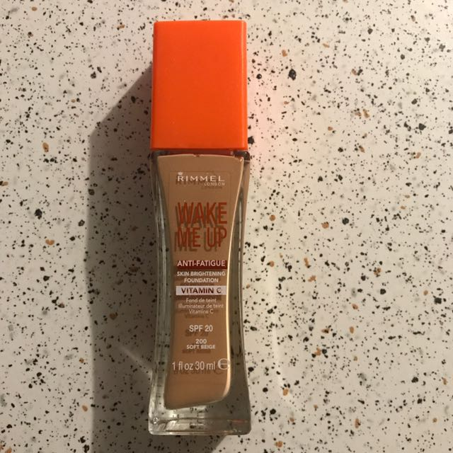 Rimmel Wake Me Up foundation- 200 Soft Beige