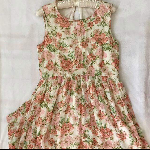 SALE!!! Forever21 Longback floral dress