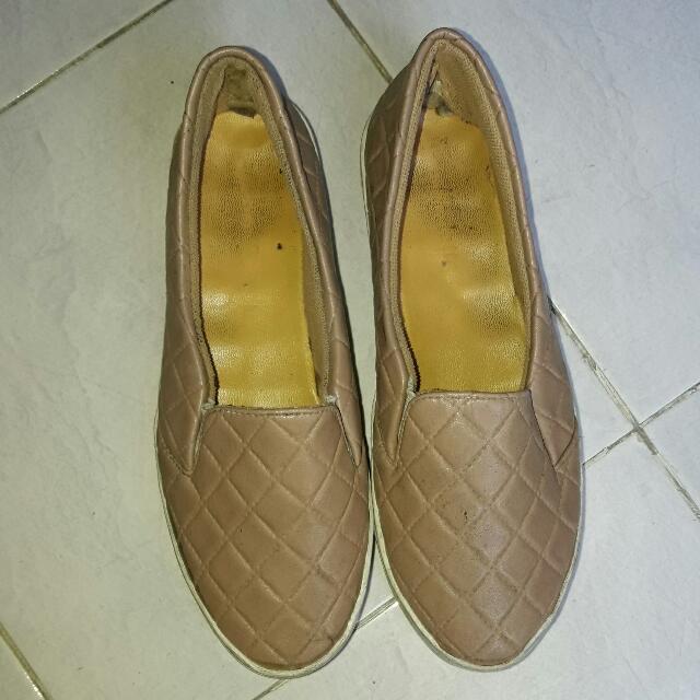 Sepatu Slip On Moka