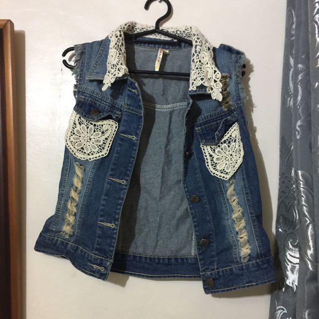 denim vest with lace