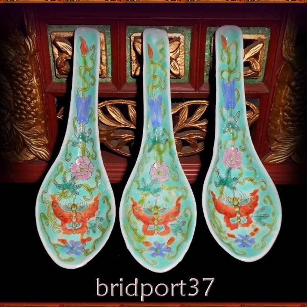 9d933284db084 Three Chinese porcelain spoons 1930's