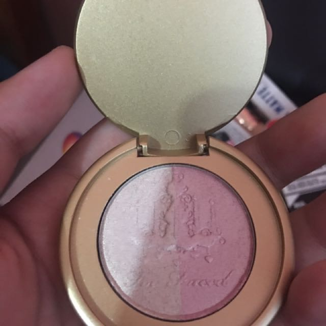 TOO FACED HIGHLIGHTER IN CANDLELIGHT (deluxe)