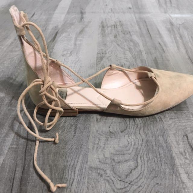 Zara Shoe , Size 37 , 7 Beige String Flats