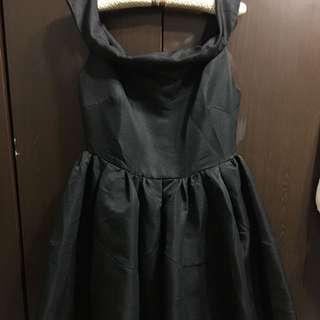 Pazzo一字領露肩圓裙洋裝