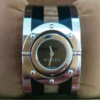 GUCCI 女裝活動錶面,少帶,有使用痕跡,但襯衫容易,大方高貴。