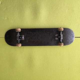 Basic Complete Skateboard