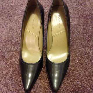 Tahari Metallic Green Pointed Toe Pumps SZ 8.5
