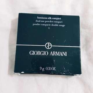 🚚 ⬇️💲GIORGIO ARMANI 雙面絲緞光感粉餅 4號