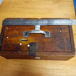 Kotak Kayu Tabung Duit Antik