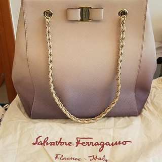 Ferragamo Liny Tote 手袋 100% Authentic, Bought In TWIST CWB