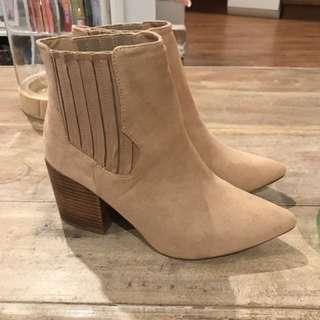 Lavish Tan Point Boots - Size 39 - Midi Heel