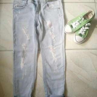 Preloved Tattered Jeans Highwaist Size 26-27