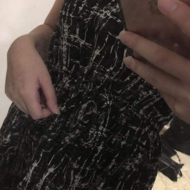 顯白連身洋裝