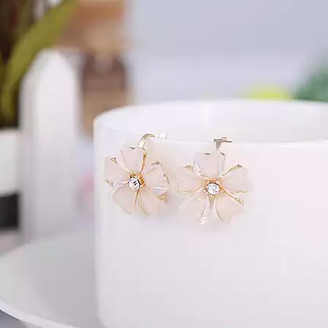 全新韓風 氣質花卉 波斯菊 水鑽耳夾 白×金