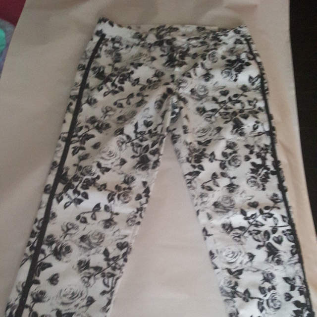 Black And White Floral Size 18 Justice Jeans