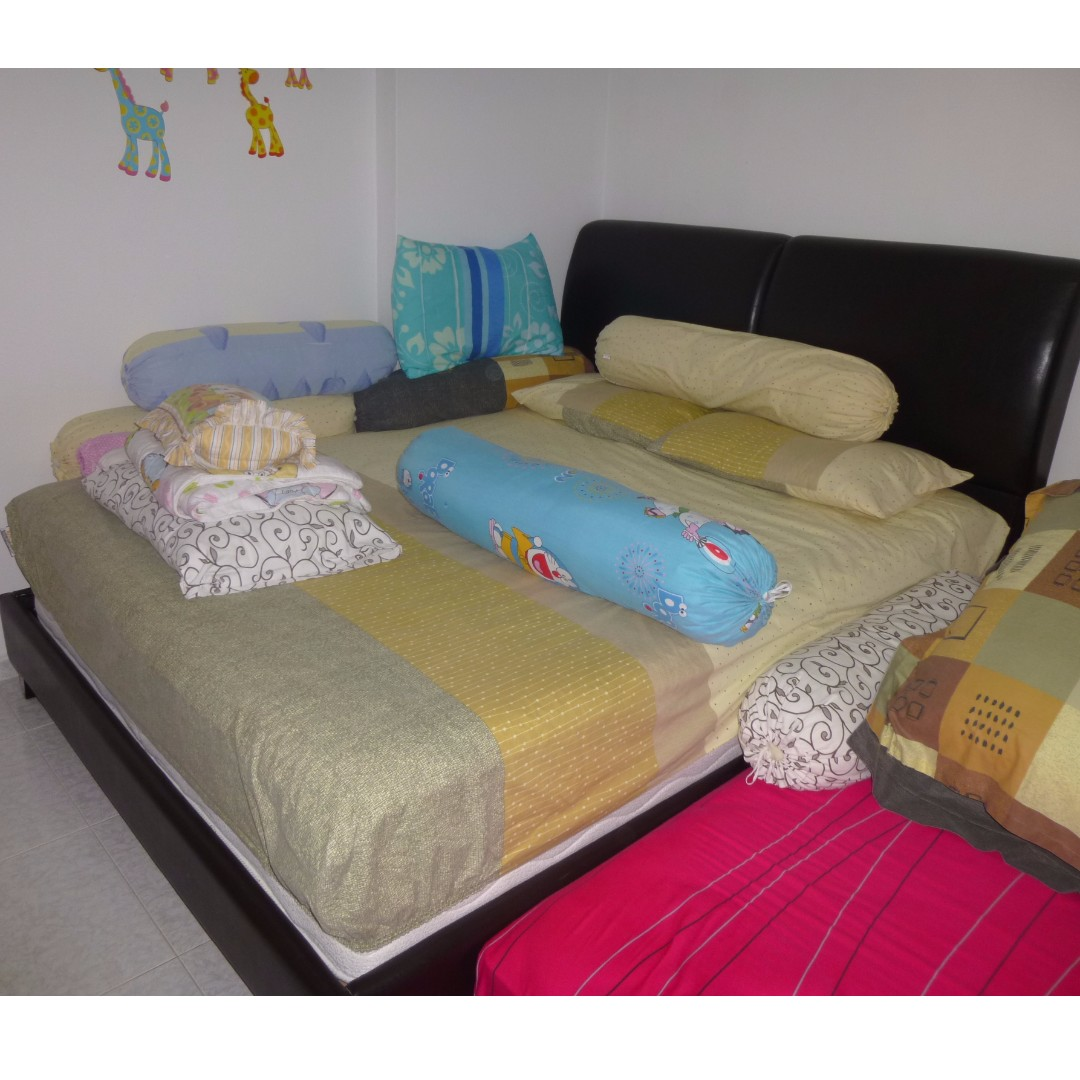 Cheap Queen size bed frame with mattress