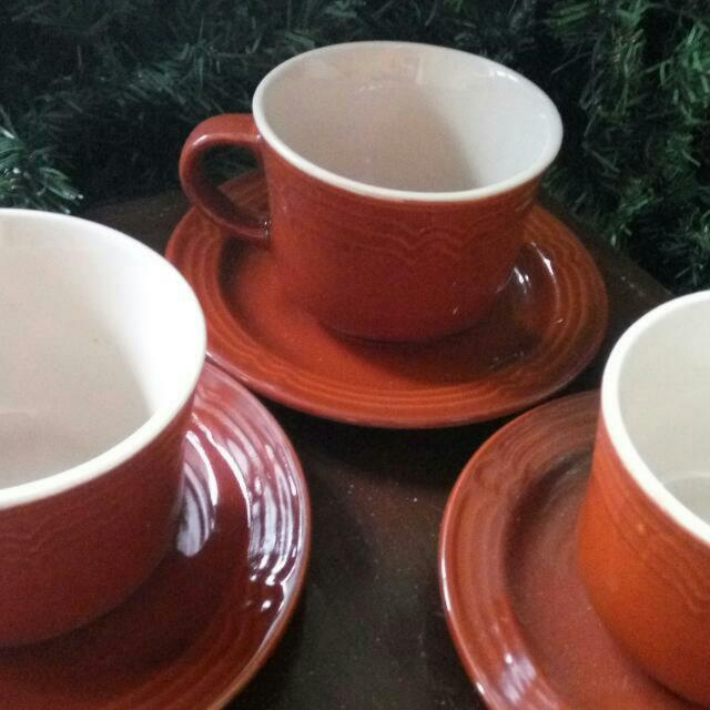 Cups & Saucers (12)
