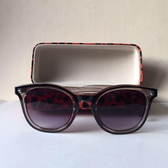 F21 Sunglasses + Apostrophe Case