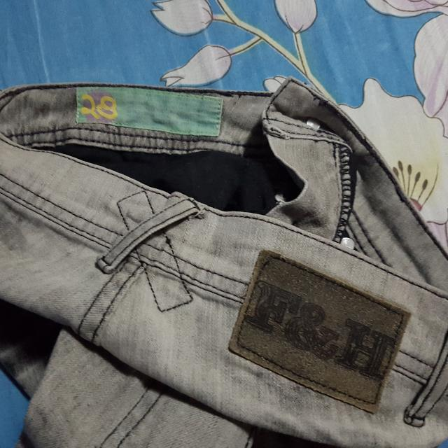 Folded & Hung (Skinny Jeans) Size 28