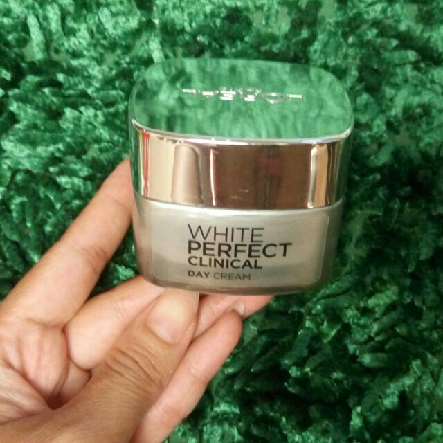 (Subsidi Ongkir 15ribu) Loreal White Perfect Clinical Day Cream (Krim Siang) Original Free Gift / Kerudung