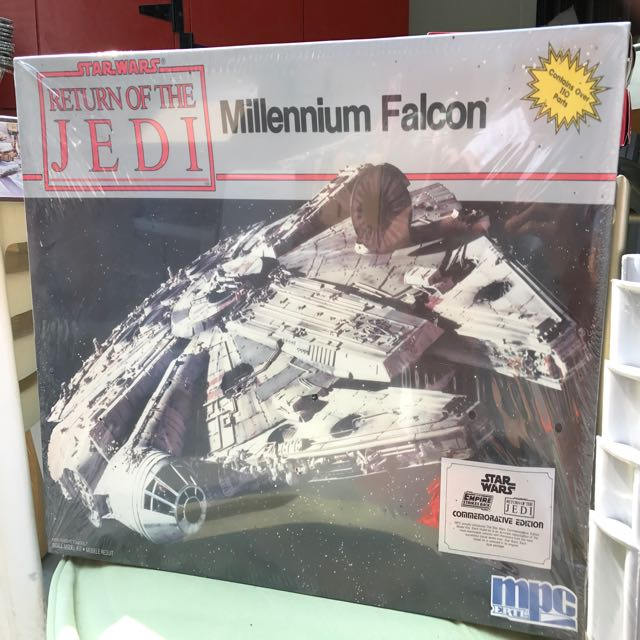 Vintage MPC Star Wars ROTJ Millennium Falcon Model Sealed