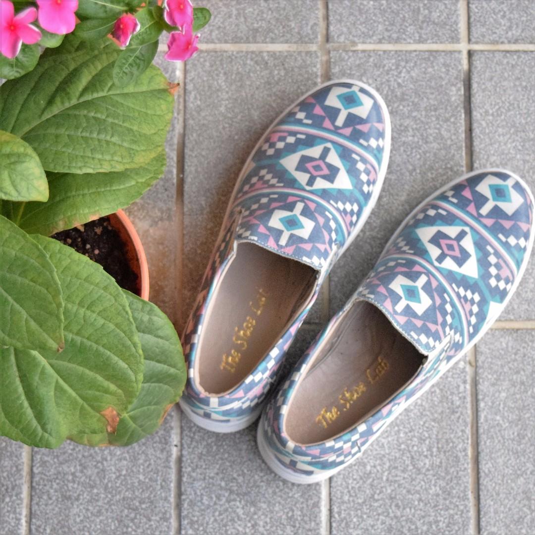 (Free Postage) New Unisex Slip On Geometric Print Shoes
