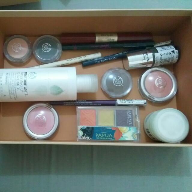 SALE make up Body shop, sari ayu, etude.