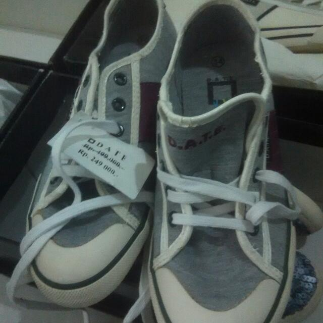 Sepatu D. A. T. W