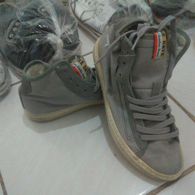 Sepatu.D. A. T. E
