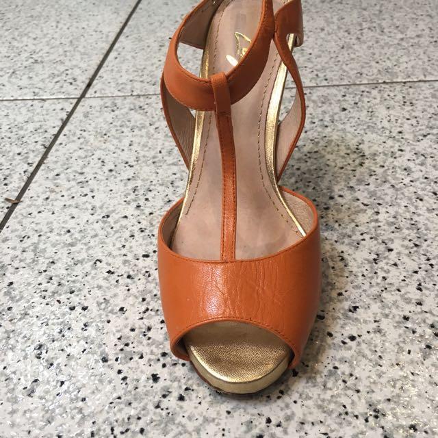 Size 38 Zizi Leather Heels