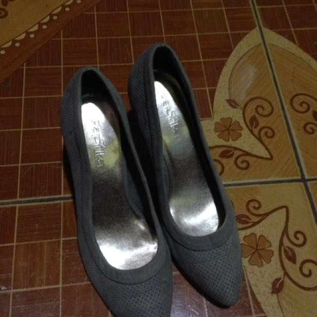 Size 7 Gray 3inches Heels