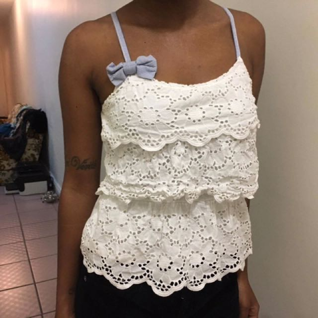 Whit Frilly Tank Top With Bow