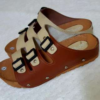 Brown sandals size 6