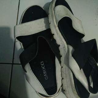 Sandal flip garuci (freeongkir)
