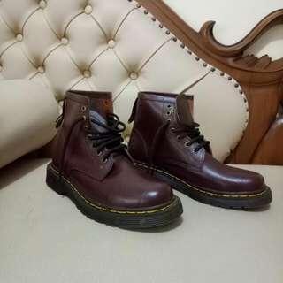 Sepatu Air Wair (Dr. Martens)