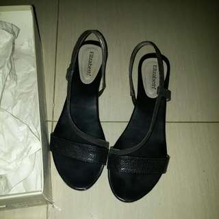 Sepatu Elizabeth Hitam Size 40