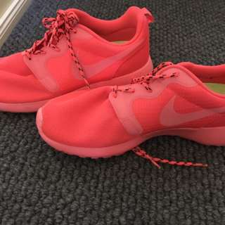 Women's Nike Fluro Free Runs