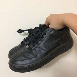 Black NIKE Air Force 1 Low